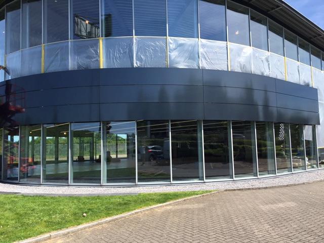 Gevelspuiten Bentley Maastricht, Gevelschade Nederland.